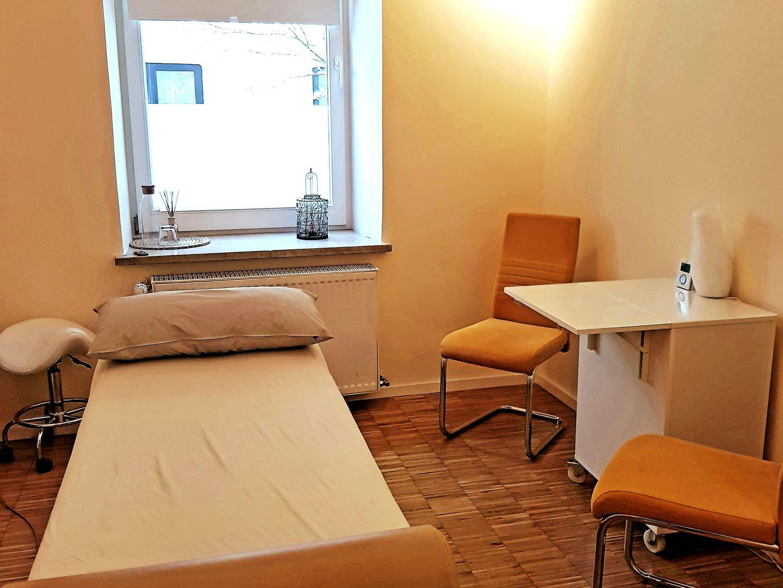Chiropraktische Behandlung mit Anamnese und Breuss-Massage